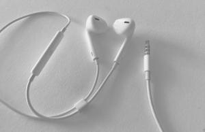 ear-buds-microphone-virtual-speaking-club-women