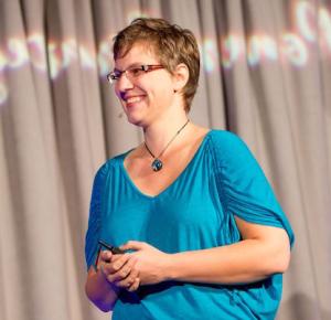breanne-dyck-million-dollar-speaker-claimthestage-podcast-speakersisterhood